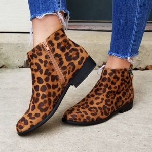 Time and Tru Two Zip Women's Animal Print Booties